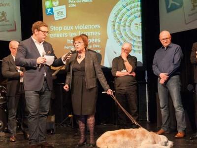 Maudy recevant le prix de la fondation Kronenbourg