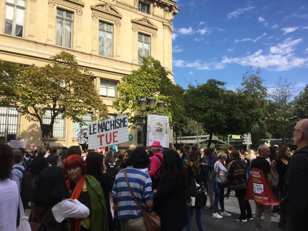 affiche FDFA dans la foule