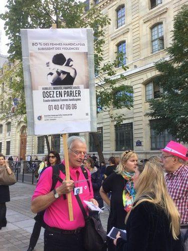 Olivier manceron avec l'afiche, et Alain Piot, deux autres membress