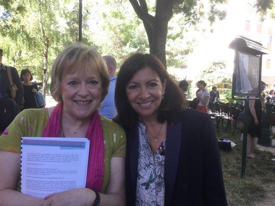 Blandine Métayer et Anne Hidalgo lors de l'inauguration du jardin Maudy Piot