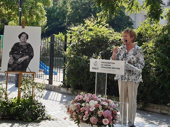 Michelle Perrot rendant hommage à Françoise Héritier
