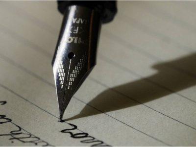 stylo écrivant